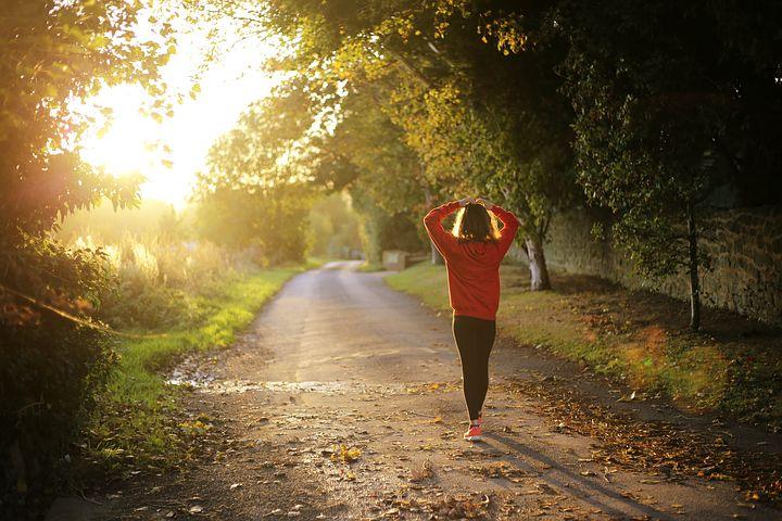 Camminare mezz'ora al giorno toglie il medico di torno