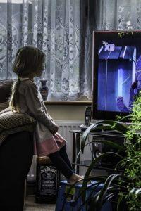 Troppa tv fa male alle ossa del bambino