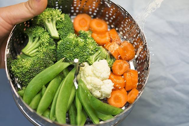 Cestello di verdure con pesci al vapore