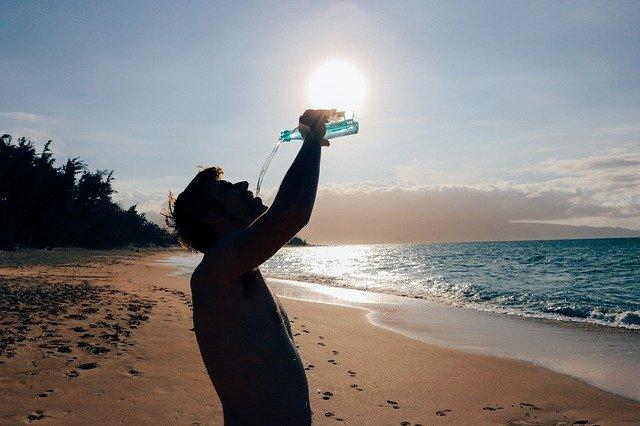 Cosa bere in estate per idratarsi